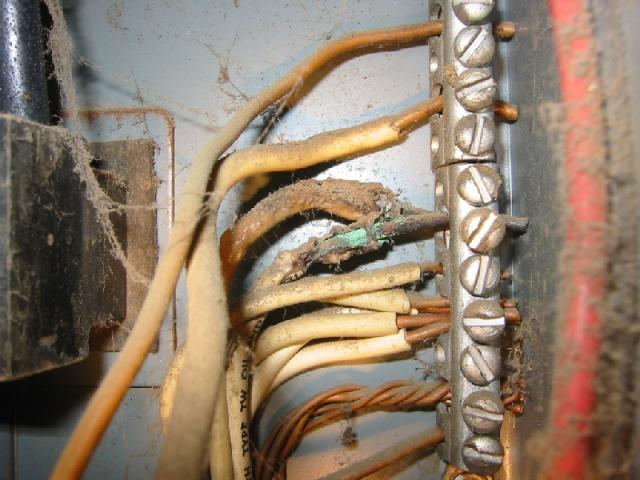 Overheated wiring in electrical panel- Fire hazard | First Choice ...